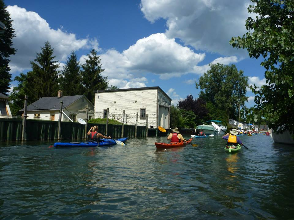 Kayaking offers unique peek at Detroit